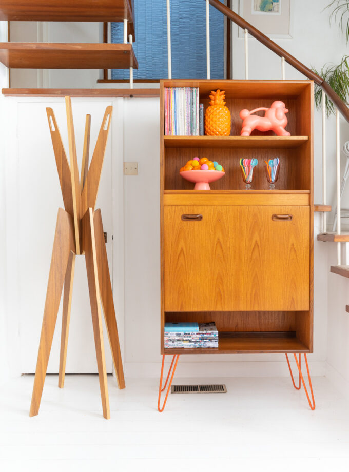 GPlan-Coctail-Cabinet-Bookcase-on-Hairpin-Legs-Hello-Retro-Design