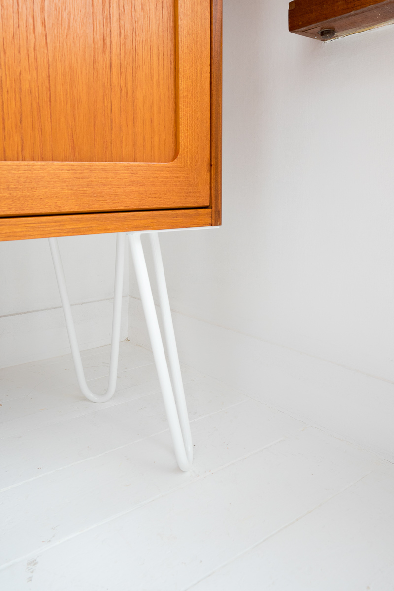 Hello Retro Design Mid Century G Plan E Gomme Coctail Cabinet Highboard Sideboard on White Hairpin Legs detail shot
