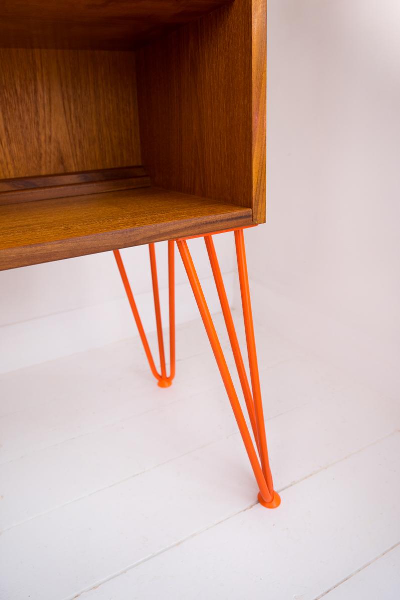 Hello Retro Design Mid Century Teak Gplan Classic Bookcase Orange Hairpin Legs detail shot
